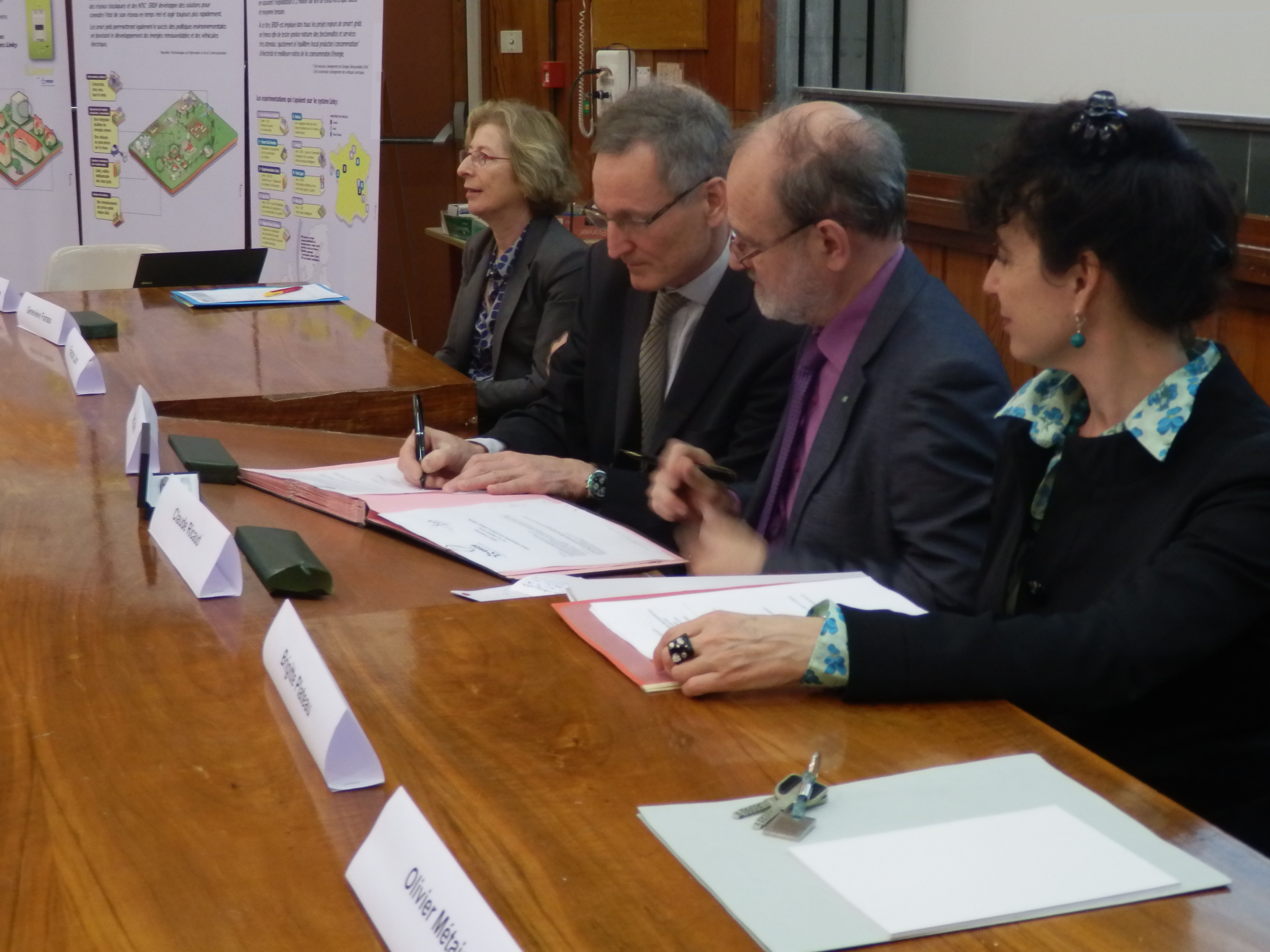 Signature chaire d'excellence ERDF